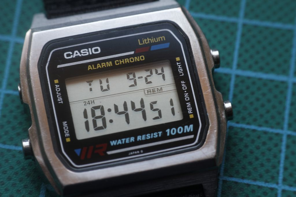 Casio W-780: button cleaning 1